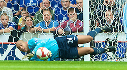 STOKE, ENGLAND - Sunday, September 14, 2008: Everton's goalkeeper Tim Howard in action against Stoke City during the Premiership match at the Britannia Stadium. (Photo by David Rawcliffe/Propaganda)