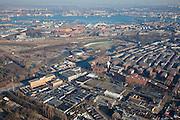 Nederland, Amsterdam, Amsterdam-West, 10-01-2009; overzicht Stadsdeel Westerpark, linksonder in beeld bedrijventerrein rond de Van Slingelandtstraat, daarnaast, met watertoren Waterwijk (voormalige terrein van de Gemeentewaterleidingen (GWL) ook wel GWL-terrein, Ecowijk, Milieuwijk), rechts de Staatsliedenbuurt; midden terrein Westergasfabriek, met daar achter - aan de andere kant van de spoorlijn - de  Spaarndammerbuurt en de Houthavens aan het IJ. General view District Westerpark, lower left business around the Van Slingelandt Street, next -  around the water tower - Water District (former site of the Gemeentewaterleidingen (GWL) also GWL-terrein, 'eco quarte') and to the right Staatsliedenbuurt; middle former gasworks, Westergasfabriek, with at the horizon - on the other side of the railway line - the Spaarndammerbuurt and Houthavens, water of the IJ.. .luchtfoto (toeslag); aerial photo (additional fee required); .foto Siebe Swart / photo Siebe Swart