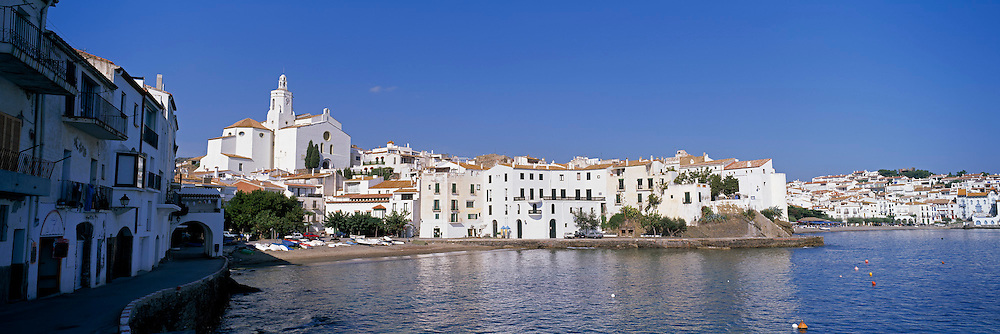 SPAIN, COSTA BRAVA Cadaques fishing resort, Dali home