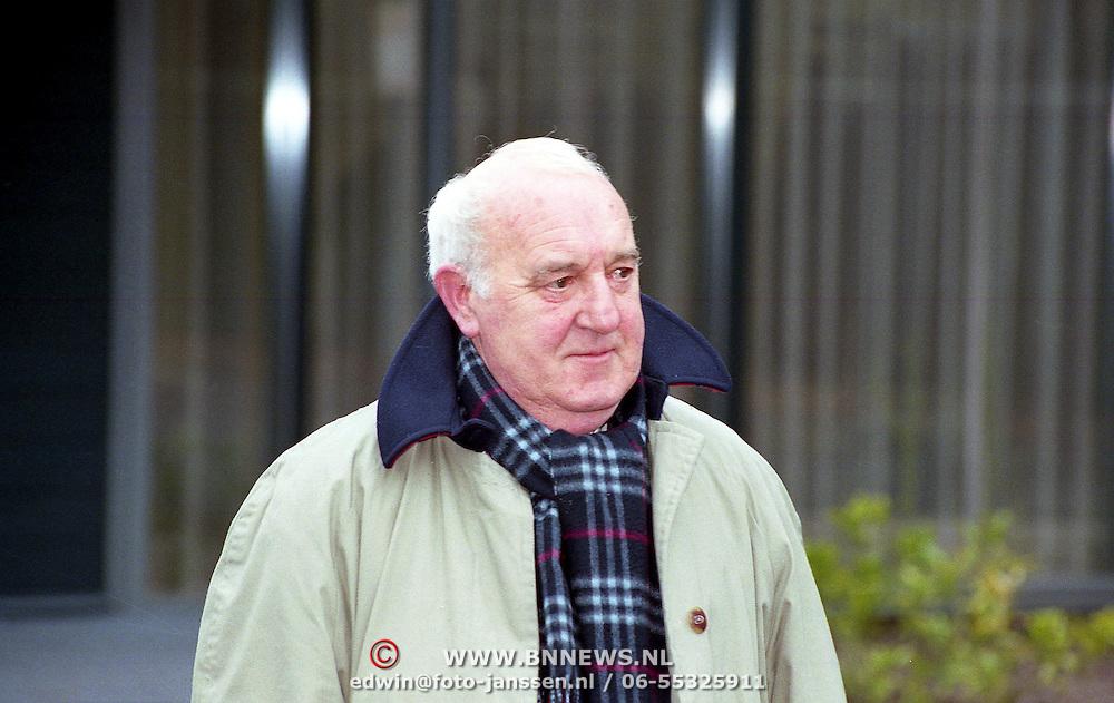 NLD/Bilthoven/19940309 - Piet Bambergen bij de crematie van Guus Verstraete Sr