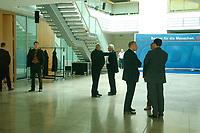 28 SEP 2003, BERLIN/GERMANY:<br /> Roman Herzog (Mitte), Bundespraesident a.D., in der Eingangshalle, vor Beginnder  Sitzung der CDU-Kommission Soziale Sicherheit, der sog. Herzog-Kommission, Bundesgeschaeftsstelle der CDU<br /> IMAGE: 20030928-01-014<br /> KEYWORDS: Renten-Kommission, Konrad-Adenauer-Haus