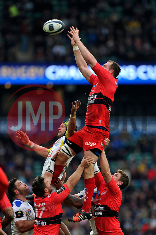 Ali Williams of Toulon rises high to win lineout ball - Photo mandatory by-line: Patrick Khachfe/JMP - Mobile: 07966 386802 02/05/2015 - SPORT - RUGBY UNION - London - Twickenham Stadium - ASM Clermont Auvergne v RC Toulon - European Rugby Champions Cup Final