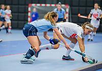 ROTTERDAM - Joy Haarman (Adam) met Mila Muyselaar (Laren) dames Amsterdam-Laren  ,hoofdklasse competitie  zaalhockey.   COPYRIGHT  KOEN SUYK