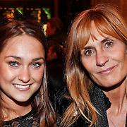 NLD/Amsterdam/20101214 - Inloop premiere LOFT, Melody Klaver en moeder Patricia