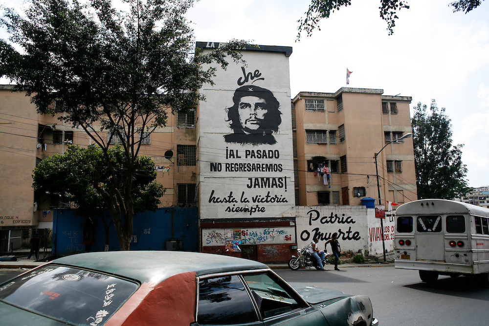 A mural of Che Guevarra inside the 23 de Enero barrio in Caracas.