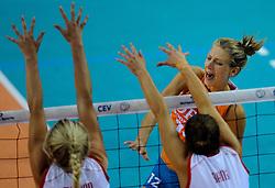 07-09-2012 VOLLEYBAL: EK KWALIFICATIE VROUWEN NEDERLAND - DENEMARKEN : APELDOORN<br /> Nederland wint vrij eenvoudig met 3-0 van Denemarken / Manon Flier<br /> ©2012-FotoHoogendoorn.nl