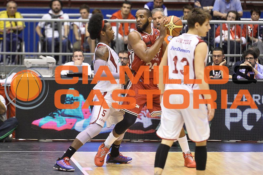 DESCRIZIONE : Campionato 2013/14 Quarti di Finale GARA 2 Olimpia EA7 Emporio Armani Milano - Giorgio Tesi Group Pistoia<br /> GIOCATORE : Samardo Samuels<br /> CATEGORIA : Palleggio Tecnica Controcampo<br /> SQUADRA : Olimpia EA7 Emporio Armani Milano<br /> EVENTO : LegaBasket Serie A Beko Playoff 2013/2014<br /> GARA : Olimpia EA7 Emporio Armani Milano - Giorgio Tesi Group Pistoia<br /> DATA : 21/05/2014<br /> SPORT : Pallacanestro <br /> AUTORE : Agenzia Ciamillo-Castoria / GiulioCiamillo<br /> Galleria : LegaBasket Serie A Beko Playoff 2013/2014<br /> Fotonotizia : Campionato 2013/14 Quarti di Finale GARA 2 Olimpia EA7 Emporio Armani Milano - Giorgio Tesi Group Pistoia<br /> Predefinita :