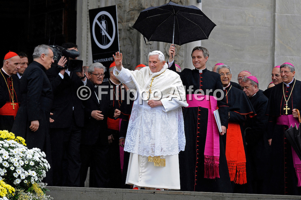 &copy; Filippo Alfero<br /> Visita Pastorale del Papa Benedetto XVI in occasione dell'ostensione della Sindone a Torino<br /> Torino, 02/05/2010<br /> cronaca<br /> Nella foto: Papa Benedetto XVI Joseph Ratzinger