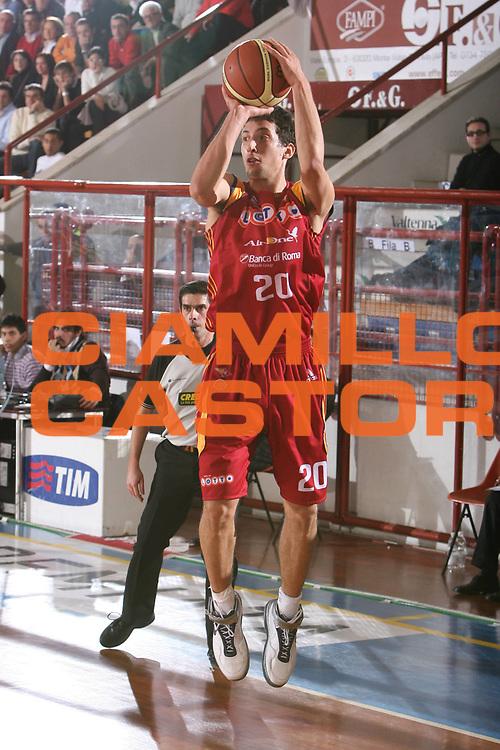 DESCRIZIONE : Porto San Giorgio Lega A1 2007-08 Premiata Montegranaro Lottomatica Virtus Roma <br /> GIOCATORE : Roko Leni Ukic <br /> SQUADRA : Lottomatica Virtus Roma <br /> EVENTO : Campionato Lega A1 2007-2008 <br /> GARA : Premiata Montegranaro Lottomatica Virtus Roma <br /> DATA : 23/12/2007 <br /> CATEGORIA : Tiro <br /> SPORT : Pallacanestro <br /> AUTORE : Agenzia Ciamillo-Castoria/G.Ciamillo