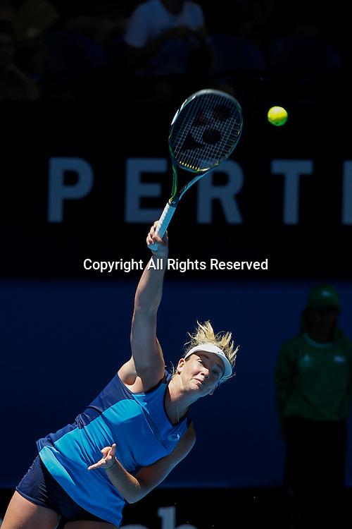 03.01.2017. Perth Arena, Perth, Australia. Mastercard Hopman Cup International Tennis tournament. Coco Vandeweghe (USA) serves during her game against Lara Arruabarrena (ESP). Vandeweghe won 6-2, 6-4.
