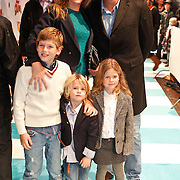 NLD/Amsterdam/20101114 - Premiere kinderfilm Dik Trom, Reinout oerlemans, partner Danielle Overgaag en kinderen Thijmen, Fiene Joan, Benjamin