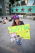 Naomi (16) waiting since one week for the concert of Justin Bieber at the Palacio de los deportes in Madrid