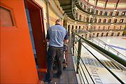 Nederland, the Netherlands, Arnhem, 15-9-2015In de Penitentiaire inrichting, koepelgevangenis,  de Berg wordt een noodopvang om vluchtelingen op te vangen, ingericht. Vanavond nemen zij hier hun intrek. In Holland the growing number of refugees forces the government to house them temporary and improvised in unused or empty buildings and halls. Often these are rented from private owners or real-estate firms. In this case an empty, unused prison. FOTO: FLIP FRANSSEN