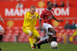 Manchester, England - Thursday, April 26, 2007: Liverpool's Ray Putterill and Manchester United's Daniel Welbeck during the FA Youth Cup Final 2nd Leg at Old Trafford. (Pic by David Rawcliffe/Propaganda)