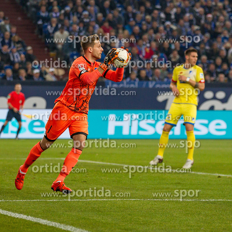 18.12.2015, Veltins Arena, Gelsenkirchen, GER, 1. FBL, Schalke 04 vs TSG 1899 Hoffenheim, 17. Runde, im Bild Torwart Oliver Baumann (TSG 1899 Hoffenheim #1) // during the German Bundesliga 17th round match between Schalke 04 and TSG 1899 Hoffenheim at the Veltins Arena in Gelsenkirchen, Germany on 2015/12/18. EXPA Pictures &copy; 2015, PhotoCredit: EXPA/ Eibner-Pressefoto/ Schueler<br /> <br /> *****ATTENTION - OUT of GER*****