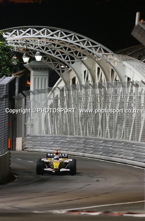 Fernando Alonso, Renault,<br />F1 GP Singapore, Sunday 28 September 2008. Photo: ATP/PHOTOSPORT