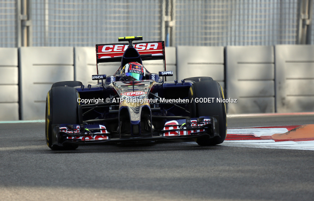 Daniil KWJAT, (KVYAT) RUS, Team Scuderia Toro Rosso, <br /> Toro Rosso STR9, Renault Energy F1<br /> ABU DHABI Grand Prix F1 at the Yas Marina Circuit 2014 -Formel 1 Grand Prix, F1, Formel1, Vereinigte Arabische Emirate, Honorarpflichtiges Foto, Fee liable image, Copyright &copy; ATP GODET Nicolaz