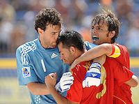 FIFA BEACH SOCCER WORLD CUP 2008 SPAIN - MEXICO   20.07.2008 Roberto VALEIRO (l) hugs goalgetter ANTONIO (center) to celebrate the 2-1 goal with AMARELLE (ESP).