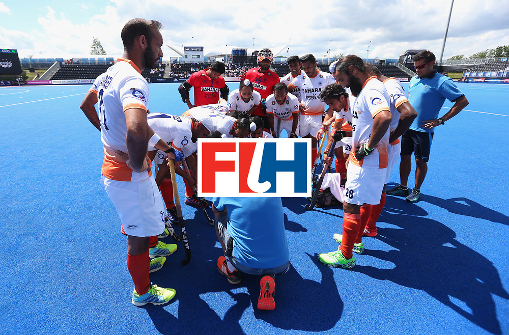 LONDON, ENGLAND - JUNE 15:  India players huddle as they are given instructions during the Pool B match between India and Scotland on day one of Hero Hockey World League Semi-Final at Lee Valley Hockey and Tennis Centreo n June 15, 2017 in London, England.  (Photo by Alex Morton/Getty Images)