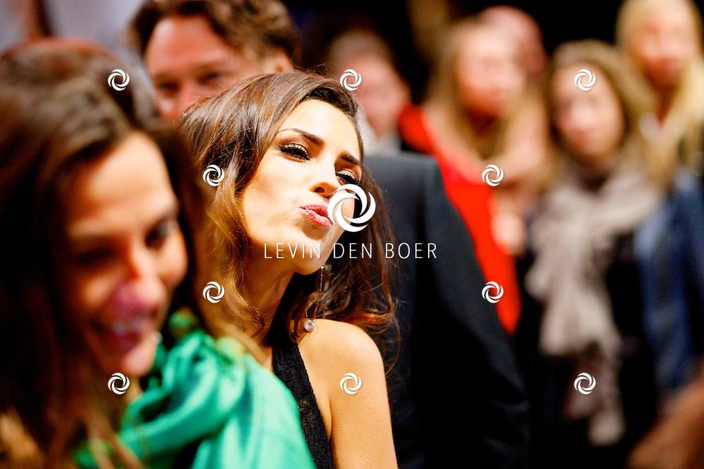 AMSTERDAM - In Tuschinski is de Nederlandse film Valention in premiere gegaan. Diversen bekende Nederlanders kwamen over de rode loper. Met hier op de foto  Yolanthe Sneijder-Cabau. FOTO LEVIN DEN BOER - PERSFOTO.NU