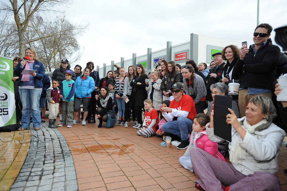 The spectators at the Cancer Ice Challenge fund raiser, Civic Square, Hastings, New Zealand, Monday, July 14, 2014. Credit:  SNPA /Sarah Alderman