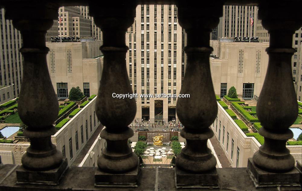 New York - the Rockfeller center nd rooftop gardens on fifth avenue / le Rockfeller center et les jardins suspendus sur la cinqieme avenue  New York