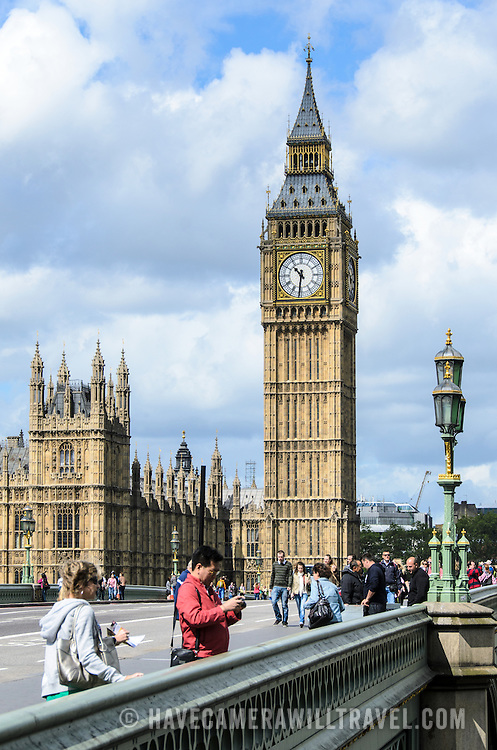 Westminster Bridge and Big Ben 169-093251558 Tourists along Westminster Bridge in front of Elizabeth Tower (usually known as Big Ben) in London.