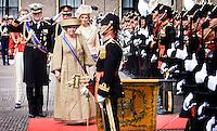 Nederland. Den Haag, 18 september 2007.<br /> Prinsjesdag. Koningin Beatrix, prins Willem-Alexander en prinses Maxima groeten het vaandel bij aankomst bij de Ridderzaal.<br /> Foto Martijn Beekman <br /> NIET VOOR TROUW, AD, TELEGRAAF, NRC EN HET PAROOL