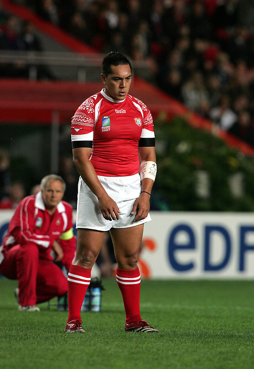 Pierre Hola prepares to score the opening penalty for Tonga. England v Tonga, Parc Des Princes, Paris, France, 28th Septemeber 2007. Rugby World Cup 2007.