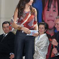 """LERMA, México.- Patricia Manterola Carreón, Presidenta de la fundación """"Baja una estrella"""". Apadrinó el evento de la entrega de la primera etapa de 850 sillas de ruedas a personas con capacidades diferentes, a través del programa """"Ruedas a la vida 2009"""". Agencia MVT / José Hernández. (DIGITAL)"""