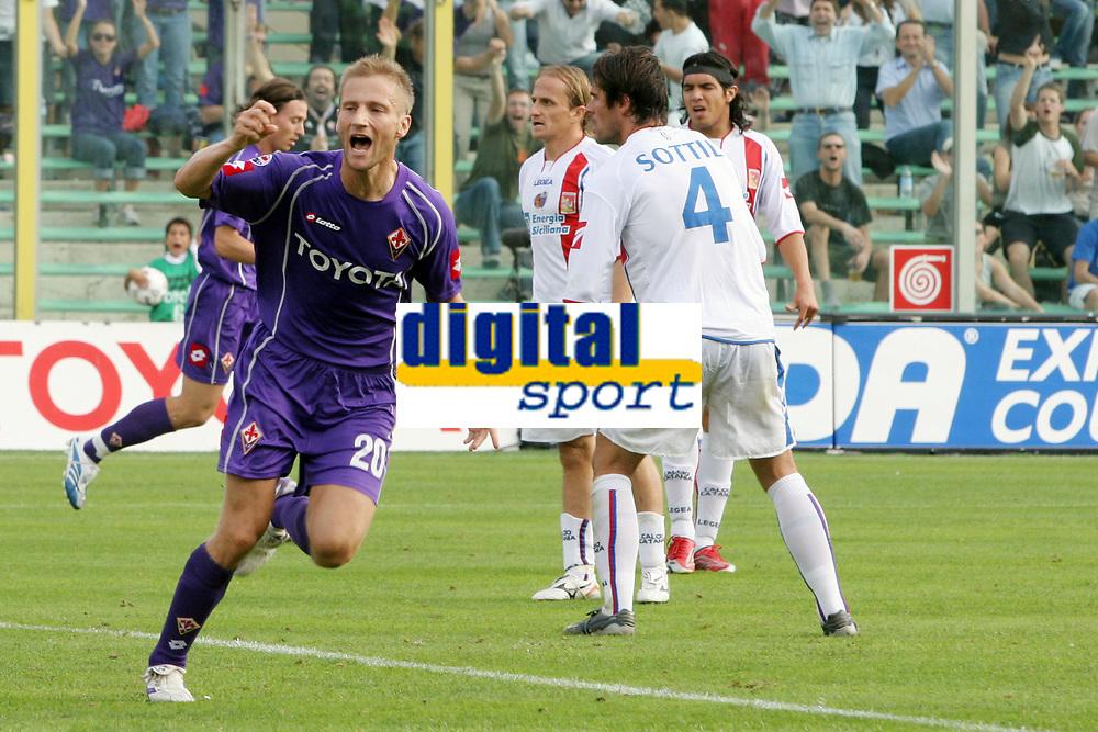 Firenze 01/10/2006<br /> Campionato Italiano Serie A 2006/07<br /> Fiorentina-Catania 3-0<br /> L'esultanza di Martin Jorgensen dopo il gol<br /> Foto Luca Pagliaricci Inside<br /> www.insidefoto.com