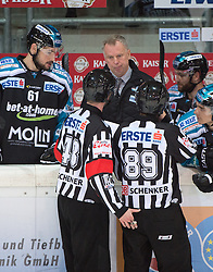 09.10.2015, Keine Sorgen Eisarena, Linz, AUT, EBEL, EHC Liwest Black Wings Linz vs Dornbirner Eishockey Club, 9. Runde, im Bild Head-Coach Robert Daum (EHC Liwest Black Wings Linz) // during the Erste Bank Icehockey League 9th round match between EHC Liwest Black Wings Linz and Dornbirner Eishockey Club at the Keine Sorgen Icearena, Linz, Austria on 2015/10/09. EXPA Pictures © 2015, PhotoCredit: EXPA/ Reinhard Eisenbauer
