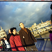 An asian couple cross the Millennium Bridge that links the City of London at St. Paul's Cathedral with the Tate Modern Gallery, on December 2004. Photo Rafa RIVAS