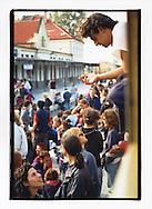 Manifestazioni contro il summit del Fondo Monetario Internazionale e della Banca Mondiale. Praga, settembre 2000. 23 settembre, treno speciale per Praga. Sosta obbligata a Horní Dvořiště, sulla frontiera austro-ceca.