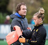 BLOEMENDAAL - Bas van Zundert (Den Bosch) met Joosje Burg (Den Bosch) . hockey hoofdklasse dames Bloemendaal-Den Bosch (0-6) . COPYRIGHT KOEN SUYK