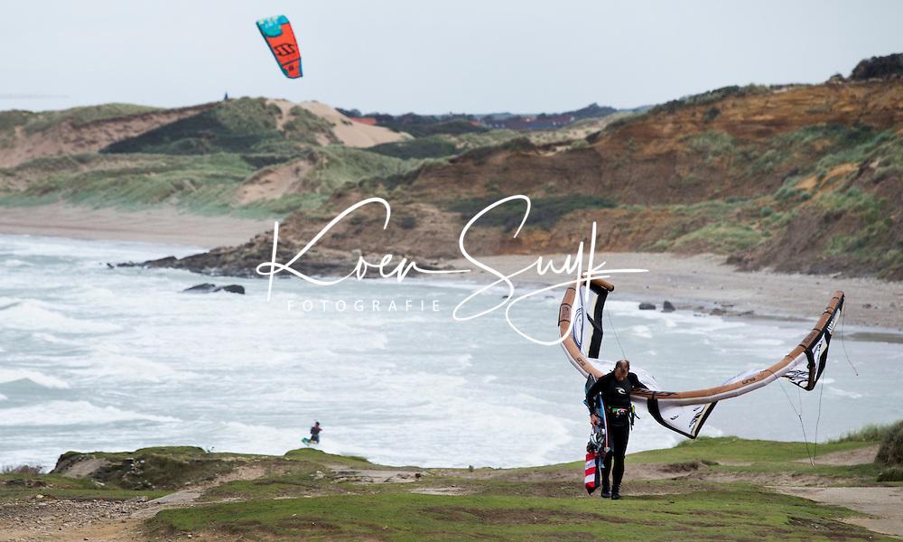 WIMEREUX - Kitesurfing bij Wimereux en Ambleteuse,  Audresselles . Copyright Koen Suyk