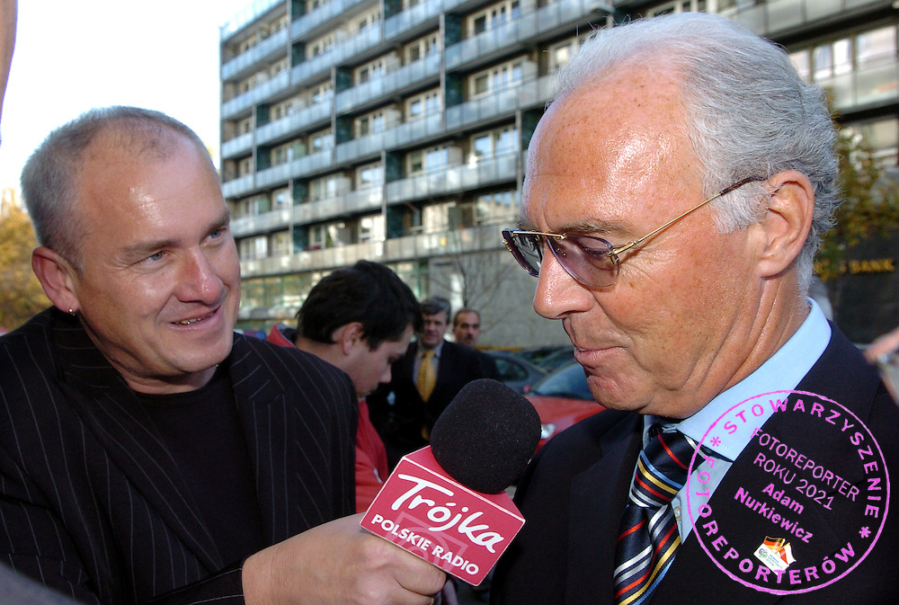 "n/z.: Michal Olszanski dziennikarz Programu 3 Polskiego Radia i Prezydent Niemieckiego Komitetu Organizacyjnego Mistrzostw Swiata 2006 Franz Beckenbauer przed Hotelem Sheraton w Warszawie , sezon 2005/2006 , pilka nozna , Polska , Warszawa , 28-10-2005 , fot.: Adam Nurkiewicz / mediasport..Michal Olszanski journalist Polish Radio "" Trojka "" and President Organizing Comitee World Cup Germany 2006 Franz Beckenbauer before meeting in Sheraton Hotel in Warsaw. October 28, 2005 ; season 2005/2006 , football , Poland , Warsaw ( Photo by Adam Nurkiewicz / mediasport )"