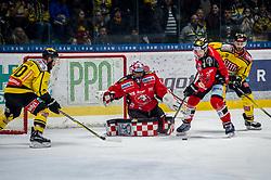 26.12.2017, Ice Rink, Znojmo, CZE, EBEL, HC Orli Znojmo vs Vienna Capitals, 32. Runde, im Bild v.l. Kelsey Tessier (Vienna Capitals) Marek Schwarz (HC Orli Znojmo) Antonin Boruta (HC Orli Znojmo) McGregor Sharp (Vienna Capitals) // during the Erste Bank Icehockey League 32th round match between HC Orli Znojmo and Vienna Capitals at the Ice Rink in Znojmo, Czech Republic on 2017/12/26. EXPA Pictures © 2017, PhotoCredit: EXPA/ Rostislav Pfeffer