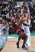 DESCRIZIONE : Treviso Lega A 2011-12 Umana Venezia Montepaschi Siena<br /> GIOCATORE : tim bowers<br /> CATEGORIA :  passaggio<br /> SQUADRA : Umana Venezia Montepaschi Siena<br /> EVENTO : Campionato Lega A 2011-2012<br /> GARA : Umana Venezia Montepaschi Siena<br /> DATA : 29/01/2012<br /> SPORT : Pallacanestro<br /> AUTORE : Agenzia Ciamillo-Castoria/M.Gregolin<br /> Galleria : Lega Basket A 2011-2012<br /> Fotonotizia :  Treviso Lega A 2011-12 Umana Venezia Montepaschi Siena<br /> Predefinita :