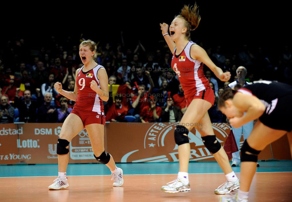 09-04-2009 VOLLEYBAL: EK JEUGD BELGIE - SERVIE: ROTTERDAM <br /> Belgie wint goud op het Europees Kampioenschp Jeugd door Servie met 3-1 te verslaan / Vreugde bij Belgie<br /> &copy;2009-WWW.FOTOHOOGENDOORN.NL