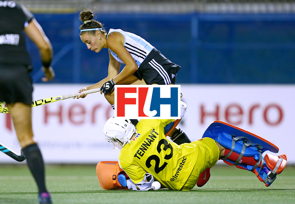 New Zealand, Auckland - 19/11/17  <br /> Sentinel Homes Women&rsquo;s Hockey World League Final<br /> Harbour Hockey Stadium<br /> Copyrigth: Worldsportpics, Rodrigo Jaramillo<br /> Match ID: 10298 - ARG vs ENG<br /> Photo: (4) TRINCHINETTI Eugenia against (23) TENNANT Amy (GK)