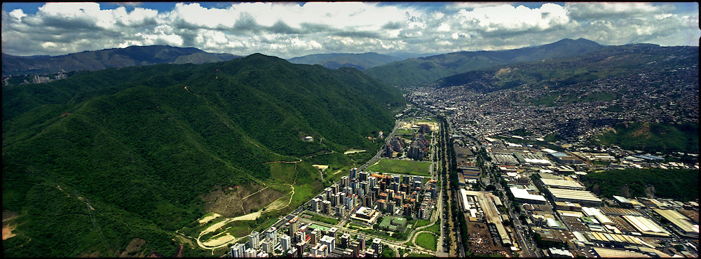 PANORAMIC OF CARACAS / PANORAMICAS DE CARACAS<br /> Photography by Aaron Sosa<br /> Caracas - Venezuela 2004<br /> (Copyright &copy; Aaron Sosa)