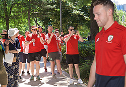 BUDAPEST, HUNGARY - Tuesday, June 11, 2019: Wales supporters take photographs as the team go past during a pre-match walk ahead of the UEFA Euro 2020 Qualifying Group E match between Hungary and Wales. (Pic by David Rawcliffe/Propaganda)