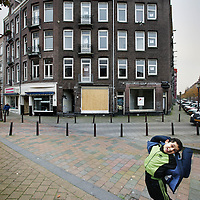 Nederland, Amsterdam , 1 november 2010..Verwaarloosde pand in de Sumatrastraat.Impoverished house in the Indische Buurt, a working class and immigrant  district of Amsterdam..Verwaarloosde pand in de Sumatrastraat.Foto:Jean-Pierre Jans