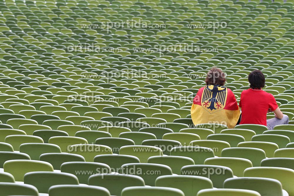 23.06.2010, Olympiapark, Muenchen, GER, FIFA Worldcup, Puplic Viewing Ghana vs Deutschland  im Bild Deutsche Fans alleine auf der Trib¸ne, EXPA Pictures © 2010, PhotoCredit: EXPA/ nph/  Straubmeier / SPORTIDA PHOTO AGENCY