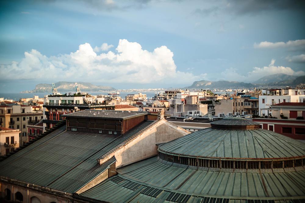 Palermo: tetto del teatro Politeama.
