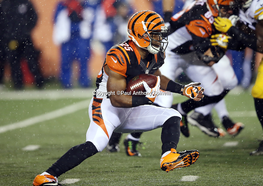 Cincinnati Bengals running back Giovani Bernard (25) makes a hard cut as he runs the ball during the NFL AFC Wild Card playoff football game against the Pittsburgh Steelers on Saturday, Jan. 9, 2016 in Cincinnati. The Steelers won the game 18-16. (©Paul Anthony Spinelli)