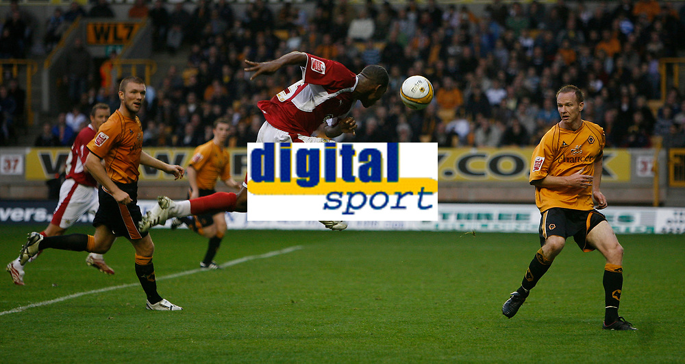 Photo: Steve Bond/Sportsbeat Images.<br /> Wolverhampton Wanderers v Bristol City. Coca Cola Championship. 03/11/2007. Marvin Elliott (C) heads for goal