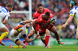 Steffon Armitage of Toulon takes on the Clermont Auvergne defence - Photo mandatory by-line: Patrick Khachfe/JMP - Mobile: 07966 386802 02/05/2015 - SPORT - RUGBY UNION - London - Twickenham Stadium - ASM Clermont Auvergne v RC Toulon - European Rugby Champions Cup Final