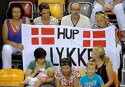 09-09-2012 VOLLEYBAL: EK KWALIFICATIE VROUWEN DENEMARKEN - NEDERLAND: APELDOORN <br /> Support voor Lykke Groot Degner<br /> ©2012-FotoHoogendoorn.nl